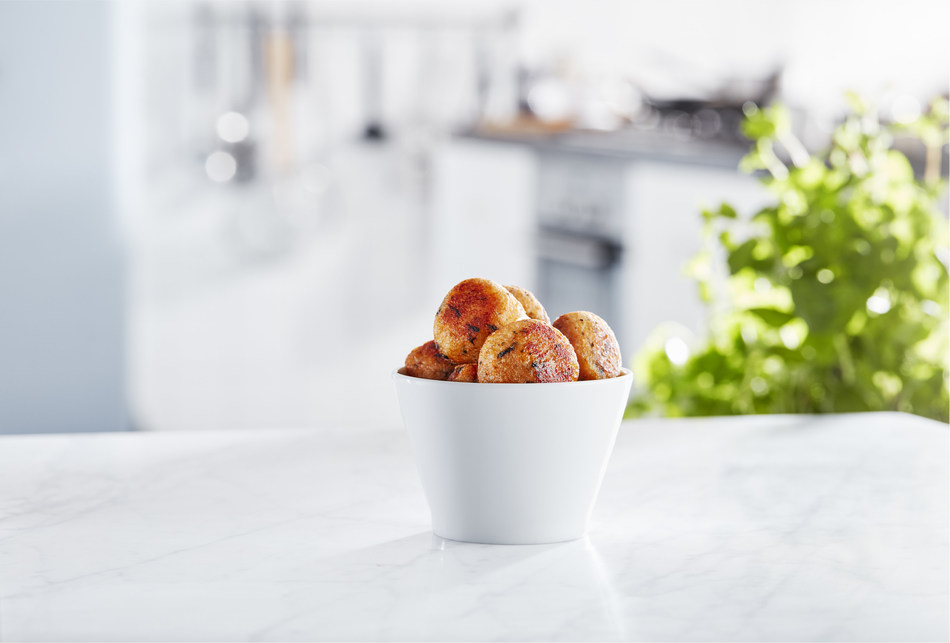 IKEA Canada introduces new, sustainable salmon balls to Restaurant locations nationwide (CNW Group/IKEA Canada)