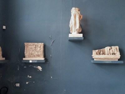 Une des oeuvres à l'encan des Printemps du MAC. Celia Perrin Sidarous, Archaeological Museum of  Eleusis, 2011 (Groupe CNW/Fondation du MAC)