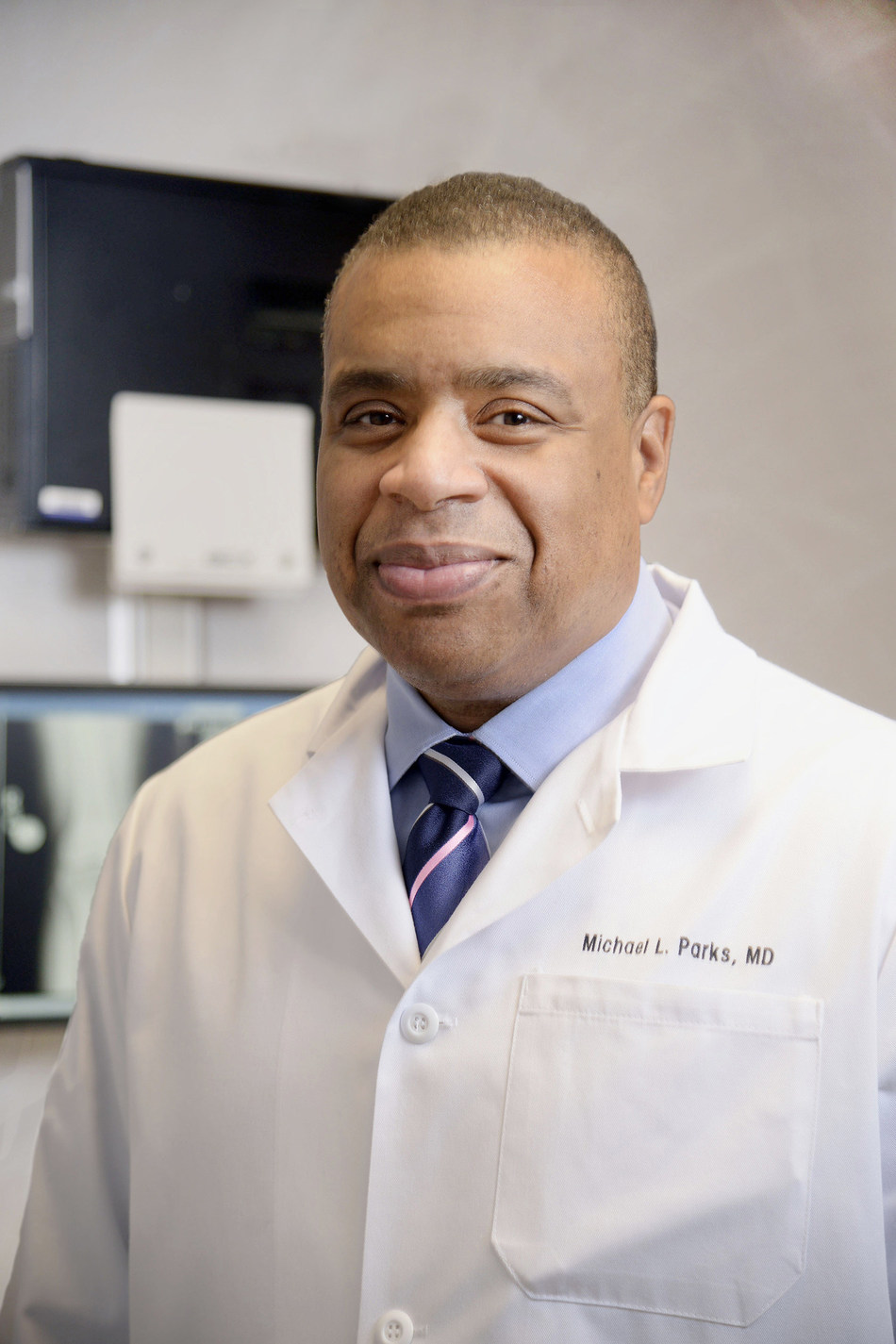 Michael L. Parks, MD, receives American Academy of Orthopaedic Surgeons' Diversity Award