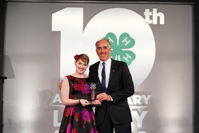 Addy Battel, 2019 4-H Youth in Action winner in Agriculture, presented Philip Blake, President of Bayer U.S., with the 2019 Corporate Leadership Award.