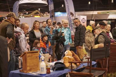 Crowds gather at the Toronto Sportsmen's Show to witness the magnificent wildlife, one of many exhibits that families can experience this March Break. Photo credit: @danielleblancher_photo. (CNW Group/Toronto Sportsmen's Show)