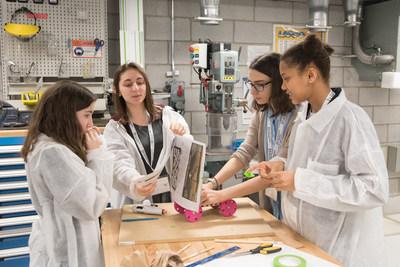 Photo prise lors de l'édition 2018 de la journée d'activité « Les filles et les sciences, un duo électrisant ! » (Groupe CNW/Les filles et les sciences, un duo électrisant?!)
