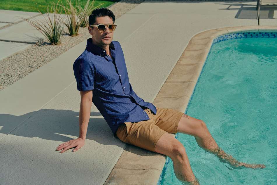 INDOCHINO's new casual button up shirts are their latest offering that will revolutionize the way men shop for their casual wardrobe, with short sleeve and casual fit options that can be worn tucked or untucked. (CNW Group/Indochino Apparel Inc.)