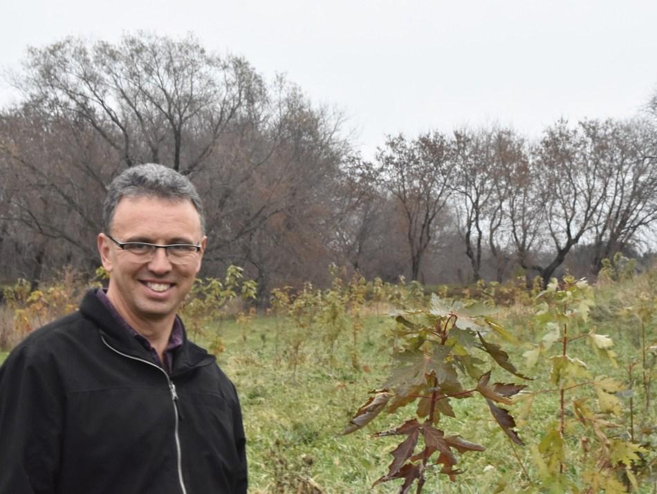 André Brisson voulait utiliser sa terre pour favoriser l'environnement local. (Groupe CNW/Forests Ontario)