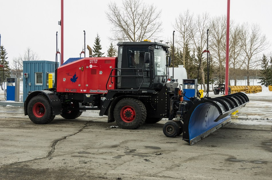 A shot of North America's first autonomous airport snowplow, Otto. (CNW Group/Winnipeg Airports Authority Inc.)
