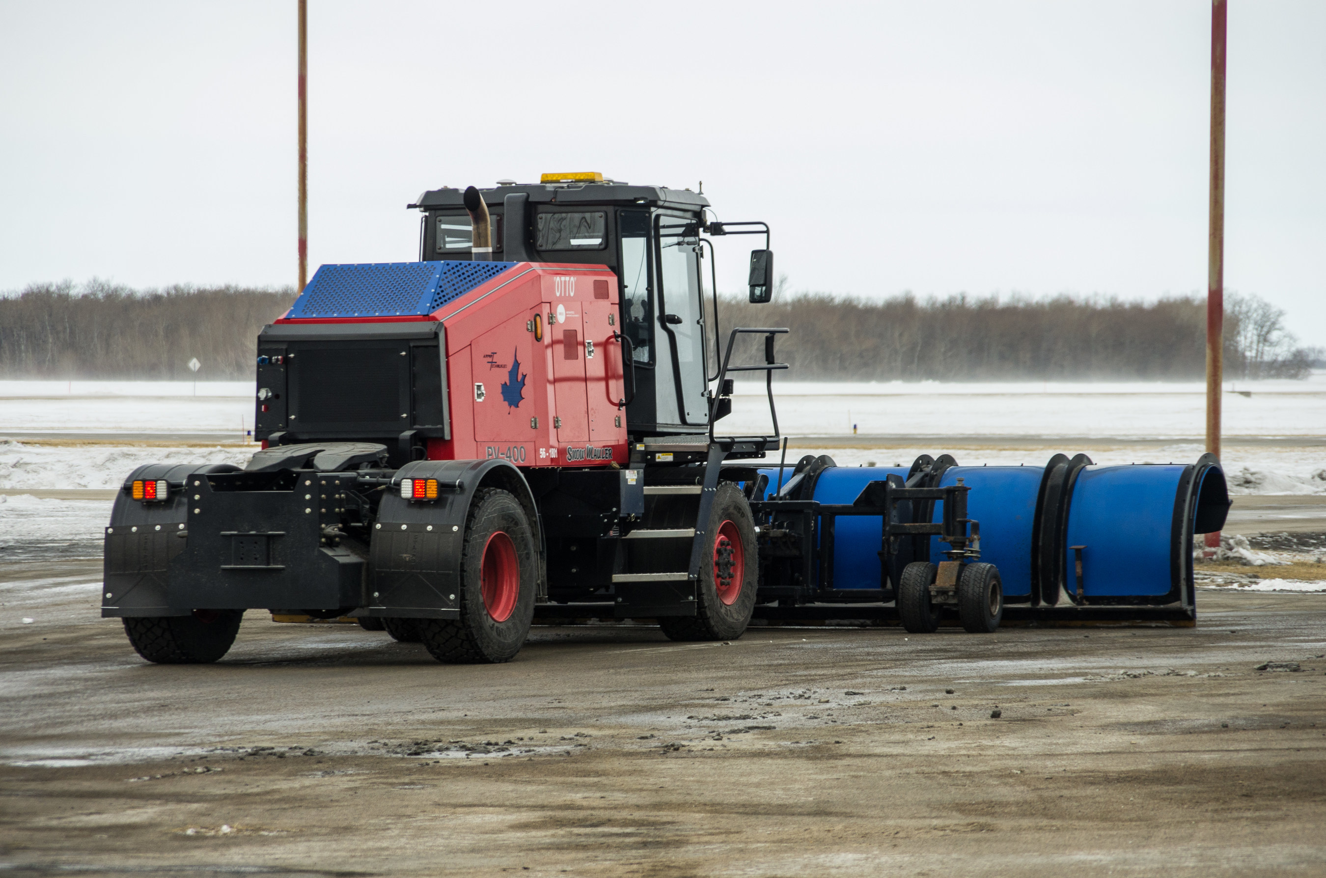 A shot of North America's first autonomous runway snowplow, Otto at Winnipeg Richardson International Airport (CNW Group/Winnipeg Airports Authority Inc.)