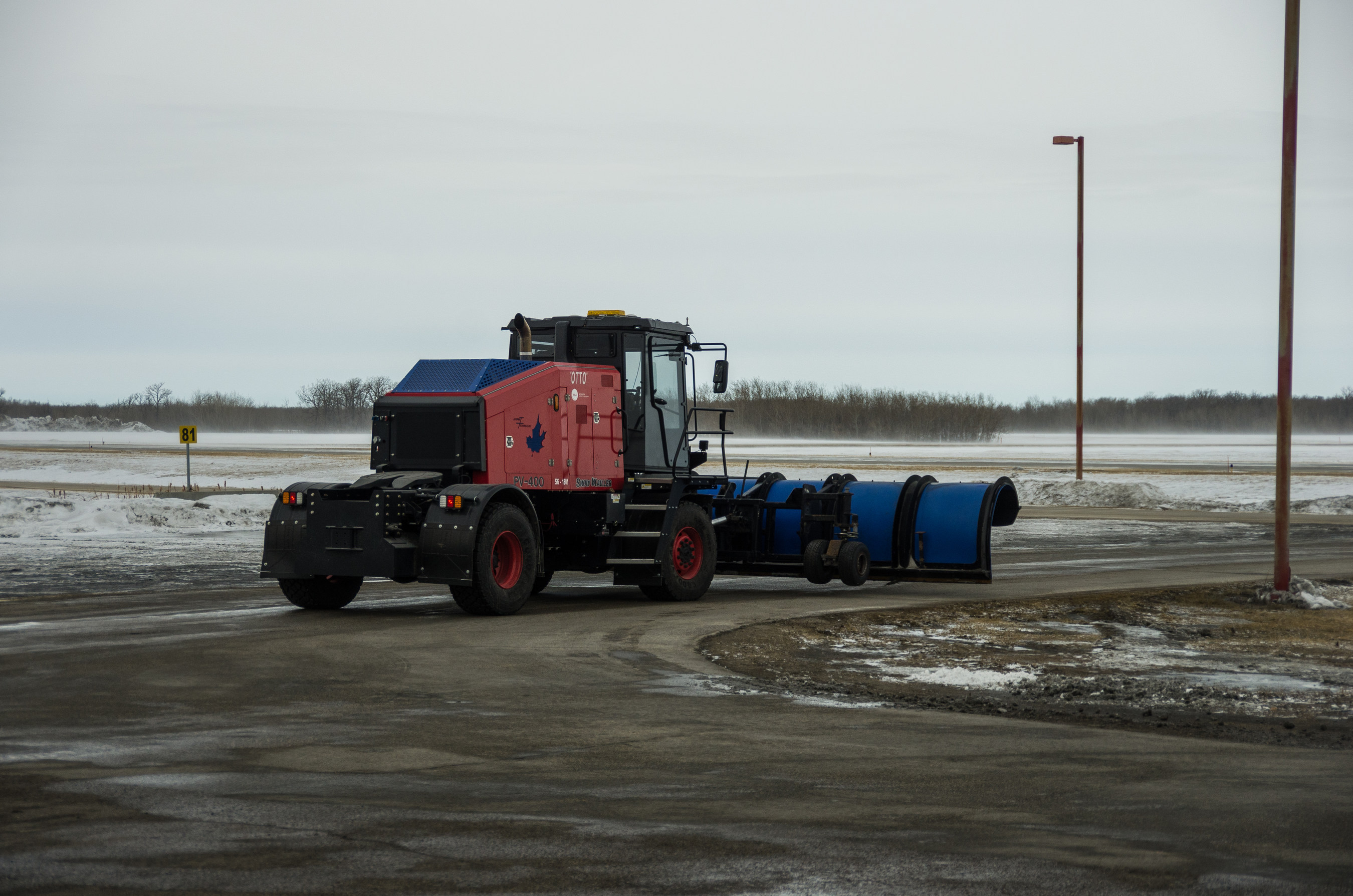 Otto, North America's first autonomous airport snowplow, at Winnipeg Richardson International Airport. (CNW Group/Winnipeg Airports Authority Inc.)