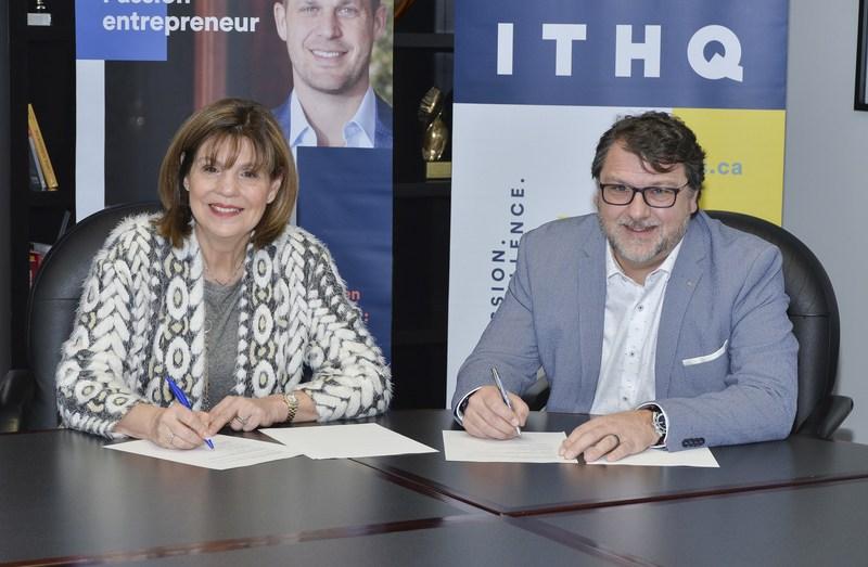 L'honorable Liza Frulla, directrice générale de l'ITHQ et Vincent Lecorne, PDG de la CTEQ, lors de la signature de l'entente (Groupe CNW/Institut de tourisme et d'hôtellerie du Québec)