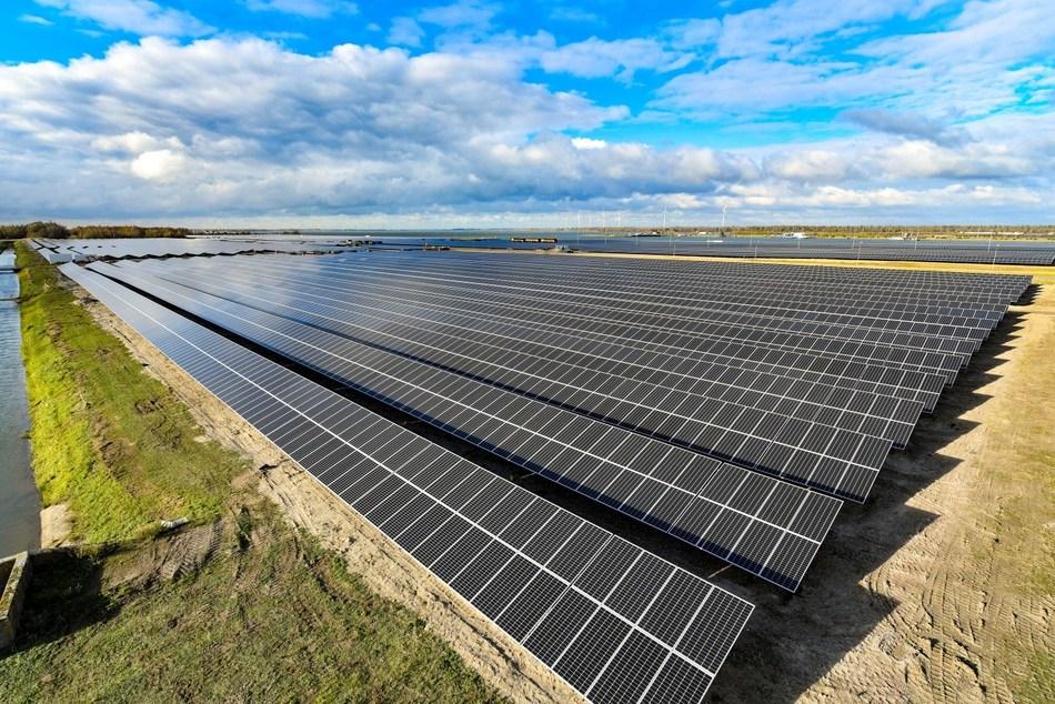 Moerdijk Solar Park supplied by Suntech