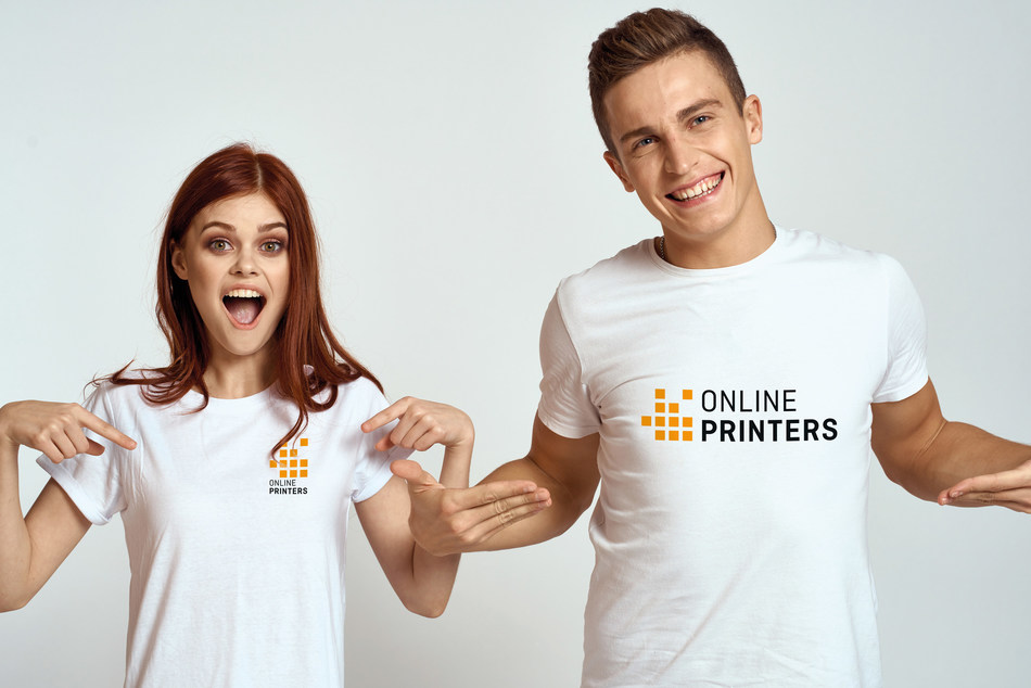 Ideal as workwear or giveaways - there are many uses for promotional garments. The Onlineprinters web shop now offers apparel in small quantities. Copyright: Onlineprinters