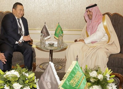 Askhat Akibayev, President World Ethnogames Confederation (The Kyrgyz Republic), Right: Sheikh Fahad, CEO Camel Club (Saudi Arabia)