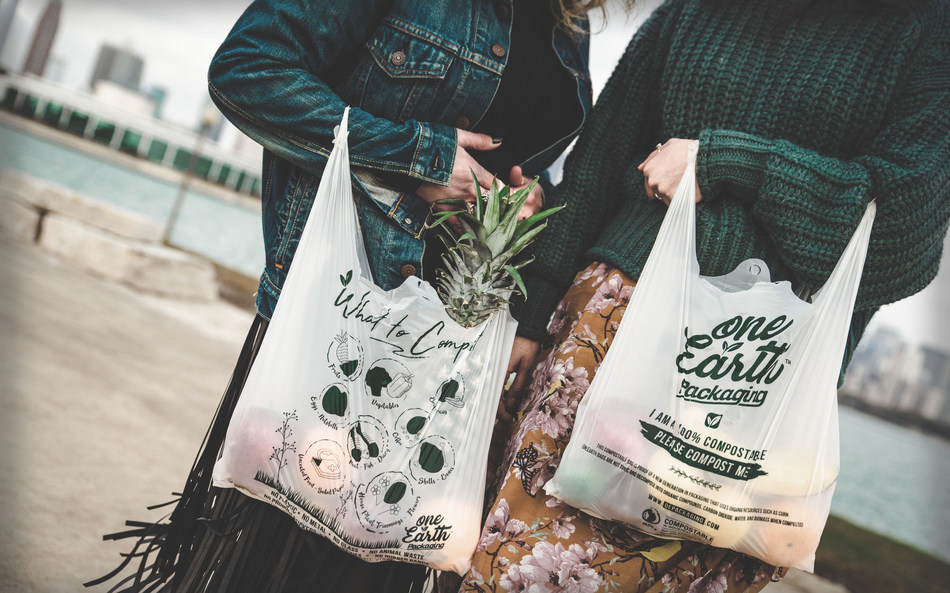 Retailers, help the environment by replacing one-use plastic bags for compostable bags, now available for all Canadian stores. (CNW Group/Refresh Marketing)