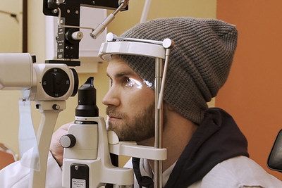Bryce Harper visited an optometrist and was fitted with ACUVUE(R) OASYS with Transitions(TM) ahead of the 2019 season
