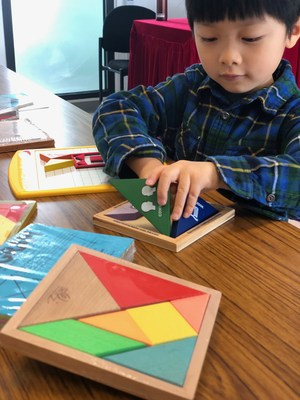 Children can learn languages while playing tangram games (Image copyright : HKBU)