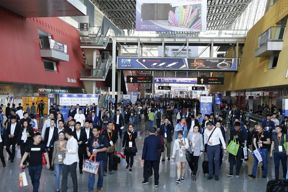 Bustling visitors to ISLE 2019 (PRNewsfoto/ISLE)