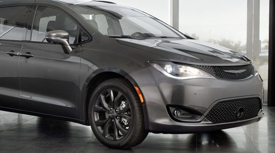 """Top Hispanic actor, Eugenio Derbez, takes on the persona of the Chrysler Pacifica for new multicultural 30-Second spot """"Tough Decision"""" debuting today on television and online"""