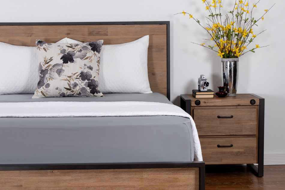 Botanical in origin, TENCEL™ Sateen Sheets by Brooklyn Bedding bring the gentle essence of nature into the sleep environment through long-lasting comfort and an exquisitely soft touch.