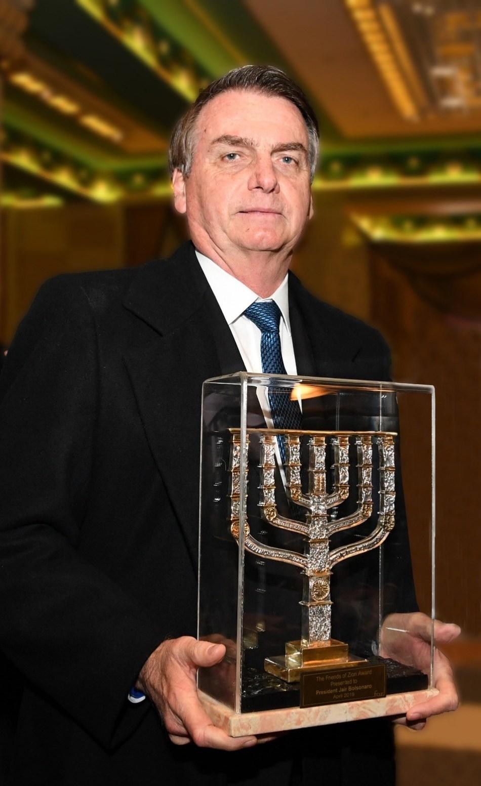 "Bolsonaro, Presidente de Brasil, recibe el Premio ""Friends of Zion"", photo credit:  Peter Halmagyi (PRNewsfoto/Friends of Zion Museum)"
