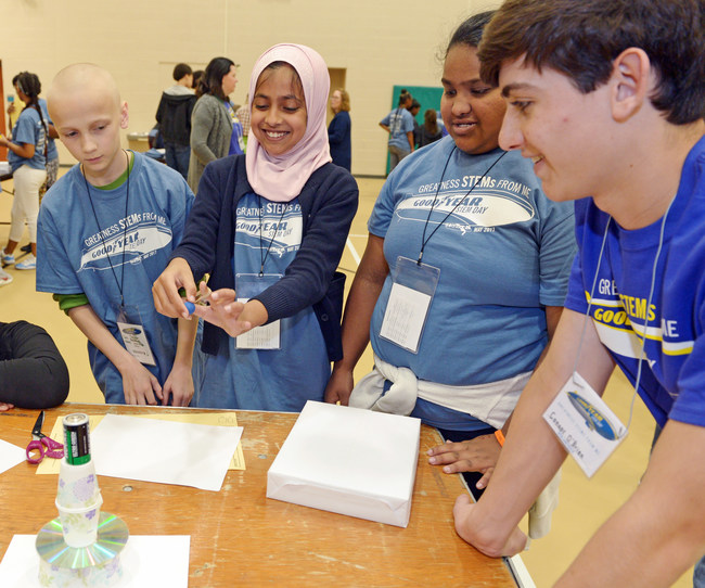 Students participate in a group challenge at the 2017 Goodyear STEM Career Day.