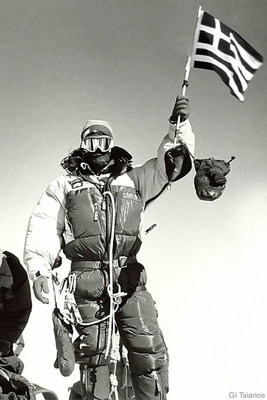 Georgios Tsianos waving Greek flag from the Everest summit in 2004. (CNW Group/Fleet Complete)