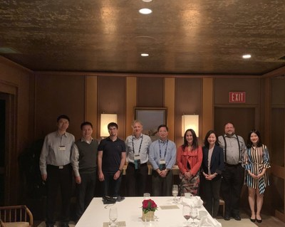 A group photo of Squirrel AI Learning Team with the scholars and experts present at the AAAI Dinner