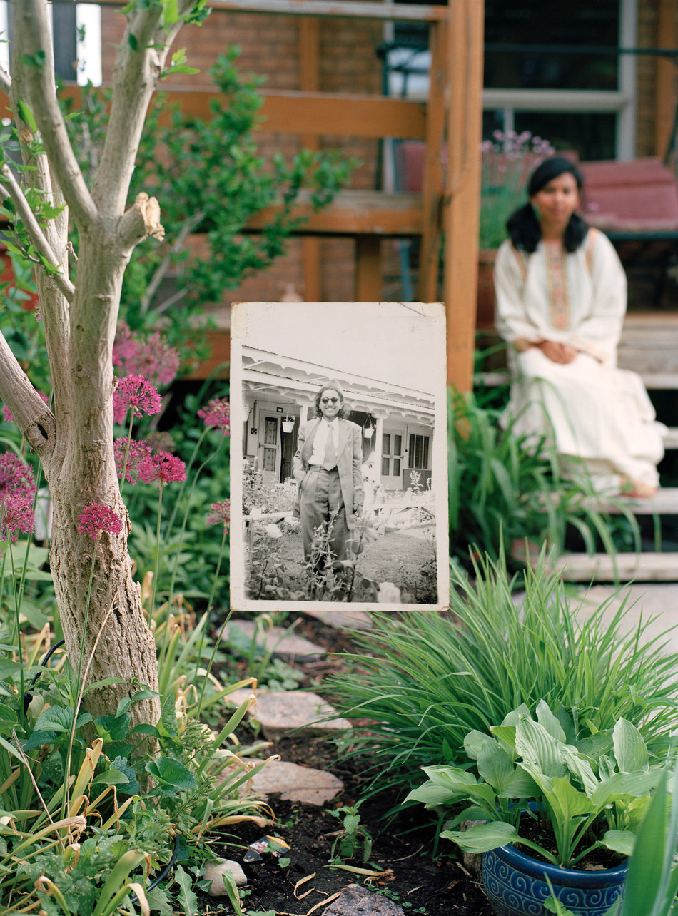 Zinnia Naqvi Self-portrait in the Garden, 2017 and Nani in the Garden (2), 1948, printed 2017, Inkjet print (CNW Group/Scotiabank)