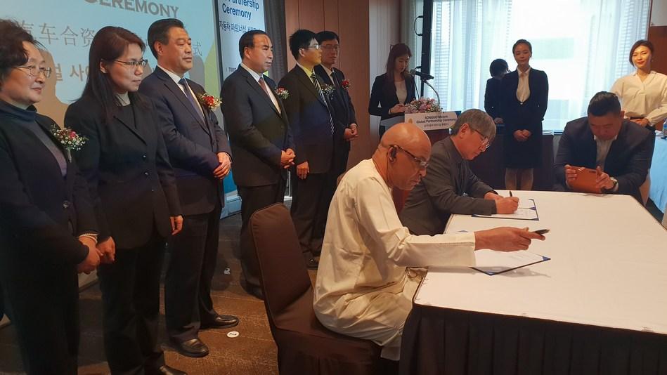 Empresas espalhadas por 5 continentes, e comercializando em 30 países, assinam contrato de distribuição com a NeuWai, representando mais de 400 milhões de dólares em compromissos de venda.
