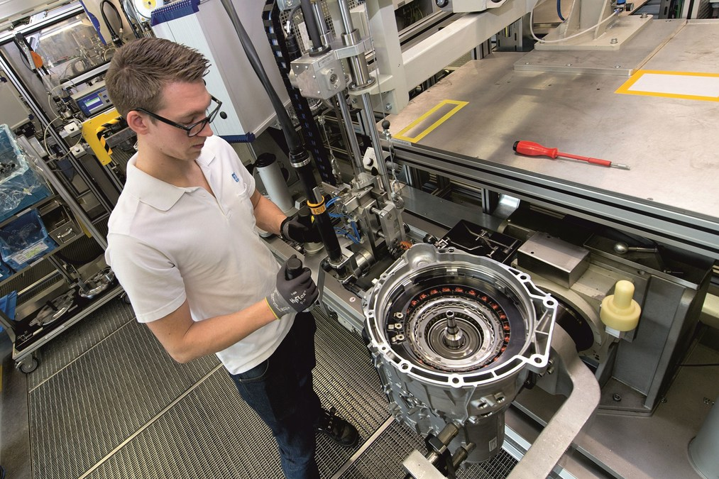 ZF Wins Major Business for New 8-Speed Automatic Transmission