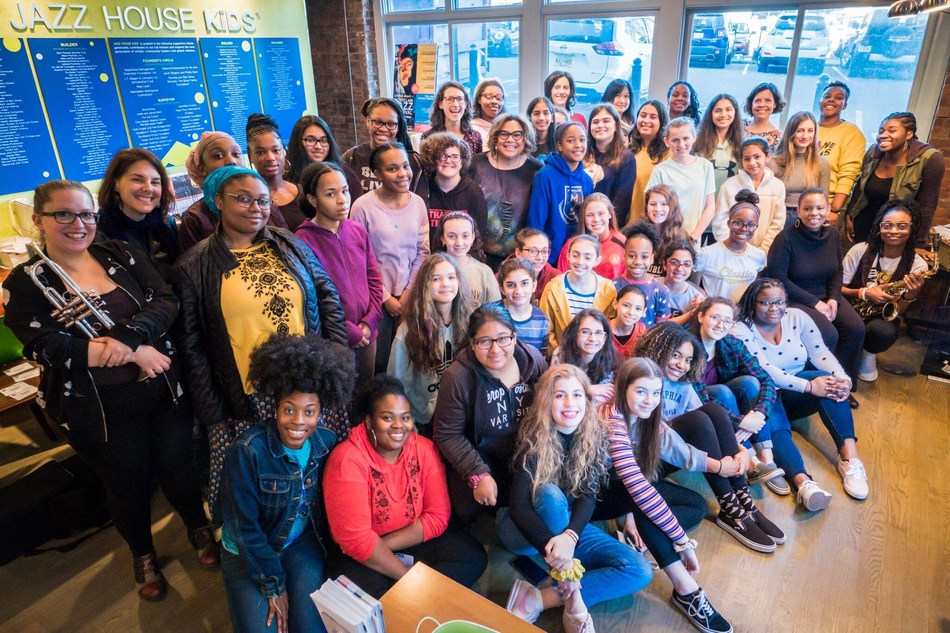 2019 JAZZ HOUSE KiDS CHiCA Power Residency students, faculty, special guest, Regina Carter and president and founder, Melissa Walker (center). Alexis Rotter Photography