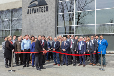 Official Ribbon Cutting Advantech Wireless Technologies (CNW Group/Baylin Technologies Inc.)