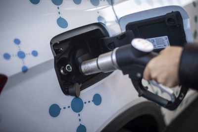 Refuelling at the project's gas station takes less than 3 minutes. (PRNewsfoto/SEAT)