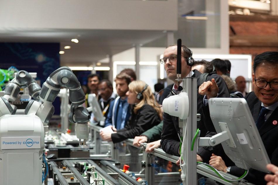 Haier lança COSMOPlat com potência 5G no Hannover Messe, revelando o futuro da internet industrial (PRNewsfoto/Haier Home Appliances)