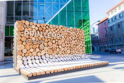 RAYON, une imposante structure de rondins par l'atelier de design EN TEMPS ET LIEU. (Groupe CNW/Palais des congrès de Montréal)
