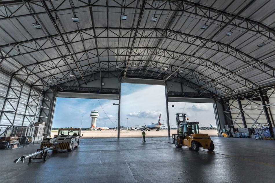 easyJet lightweight aircraft hangar