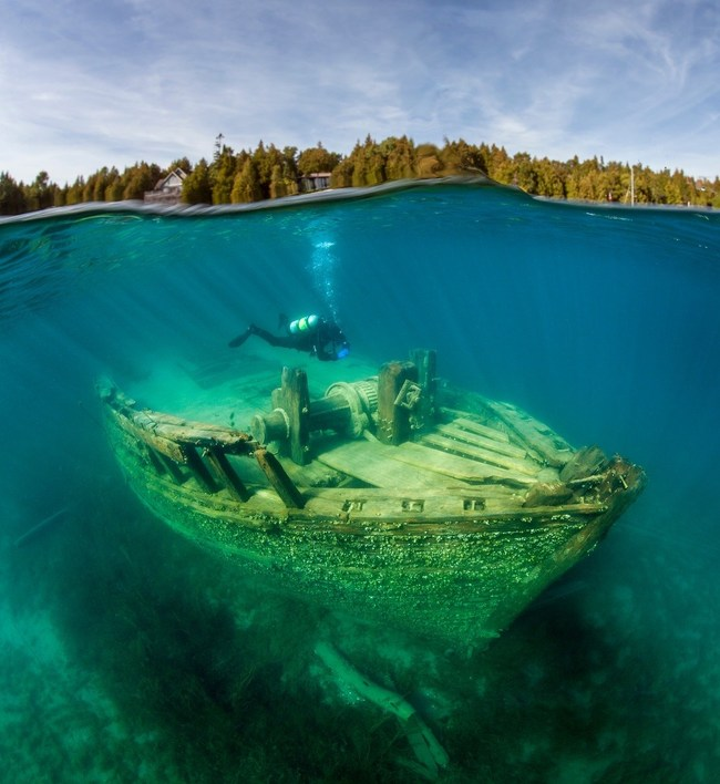 Jill Heinerth on a dive in Tobermory, Ontario exploring a sunken shipwreck. (CNW Group/Royal Canadian Geographical Society)