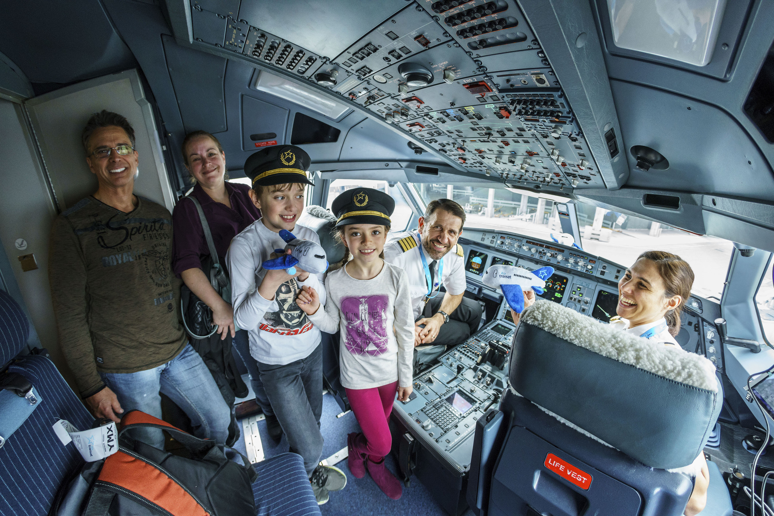There were smiles all around during the 7th edition of the Premium Kids event held at Montréal-Trudeau airport. (CNW Group/Aéroports de Montréal)