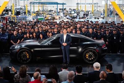 Karma的工匠与CEO周亮博士共同参与在加州莫雷诺谷的Karma创新定制中心庆典仪式,世界上唯一一台豪华电动汽车Black Ocean也在活动中首次亮相。KICC将承接豪华电动汽车Karma 2020新款Revero的生产制造,着重在个性化定制、生产工艺,高科技等方面的发展。