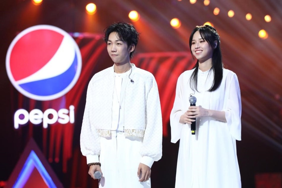 """The songwriters of """"Marriage Contract"""", Deng Jianchao and Meng Huiyuan, won the competition."""