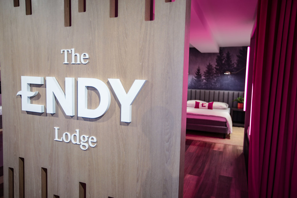 Escape the hustle and bustle of downtown Toronto and visit The Endy Lodge at Stackt market (28 Bathurst Street, Unit 1-109). Try Endy's award-winning mattress and fan-favourite sleep essentials, and get to know the brand leading Canada's sleep revolution in real life. (CNW Group/Endy)