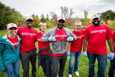 Canon Canada is honoured to have been named one of Canada's Greenest Employers for 2019 for initiatives like its Branch Out employee volunteer initiative. (CNW Group/Canon Canada Inc.)