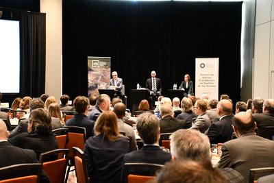 De gauche à droite : André Rainville, président-directeur général de l'AFG; Martin St-Denis, chercheur et économiste de la firme MCE Conseils; Lyne Parent, directrice générale de l'AAPPQ (Groupe CNW/Association des Architectes en pratique privée du Québec (AAPPQ))