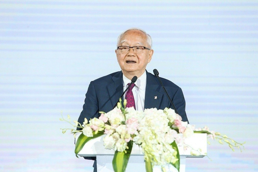 "Renowned economist and CEIBS Honorary Professor Wu Jinglian looked back at his 30-year journey with the school. ""I grew together with CEIBS,"" he said."