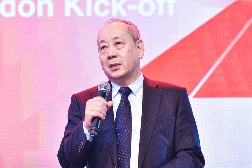 CEIBS Vice President and Co-Dean Zhang Weijiong thanked all those who have contributed to CEIBS' growth over the past 25 years then led a high-tech button push to launch the celebrations.