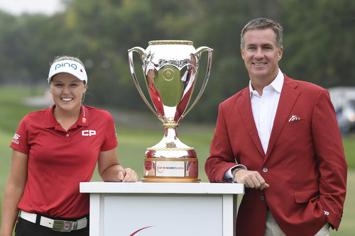 CP President and CEO Keith Creel joins CP Ambassador Brooke Henderson with the newest addition to her trophy case - the 2018 CP Women's Open trophy. (CNW Group/Canadian Pacific)