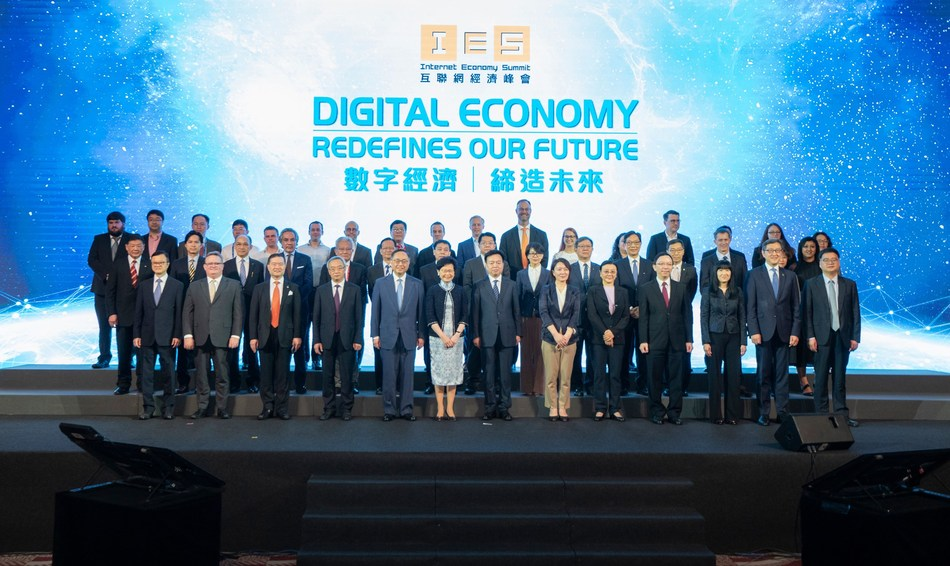 The two-day Internet Economy Summit was started yesterday. Coming to its fourth edition, the Summit gathered government officials, industry leaders, investors, technologists and business executives to explore the development opportunities under the new economy.