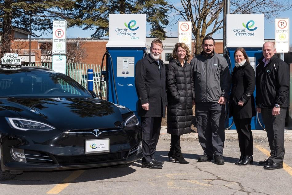 On reconnait, de gauche à droite : •Marc Demers, maire de Laval •France Lampron, directrice – Électrification des transports d'Hydro-Québec •Mouhammad Ghobris, chauffeur et propriétaire d'un taxi électrique à la Coop Taxi Laval •Virginie Dufour, conseillère municipale de Sainte-Rose, membre du comité exécutif et responsable des dossiers environnementaux à la Ville de Laval •Normand Cormier, directeur général de Coop Taxi Laval (Groupe CNW/Hydro-Québec)