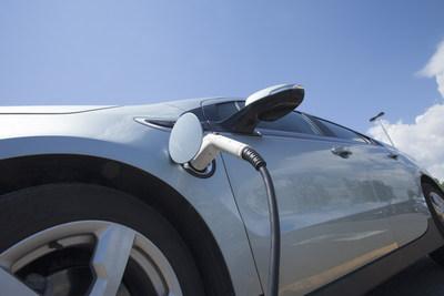 La CCAQ et ses membres sont satisfaits de cet incitatif additionnnel du fédéral qui stimulera les ventes de VZE (Groupe CNW/Corporation des concessionnaires d'automobiles du Québec)