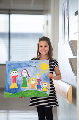 Hydro Ottawa a fait un don de 5 $ au programme Child Life du CHEO pour chaque client inscrit à la facturation électronique ou à des paiements automatisés. (Groupe CNW/Société de portefeuille d'Hydro Ottawa inc.)