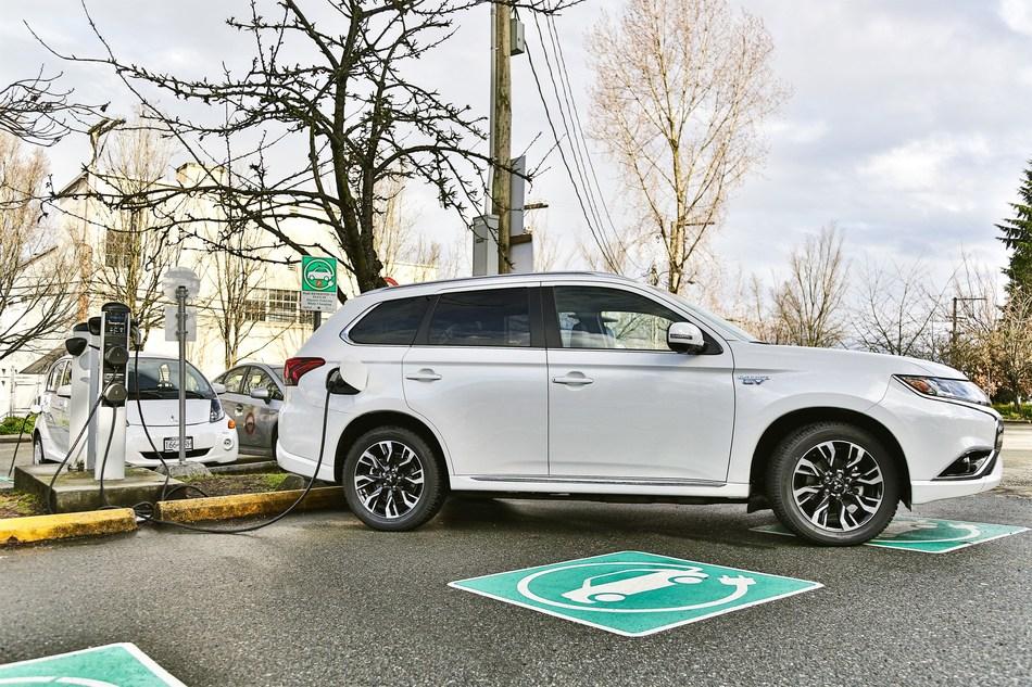 Le Mitsubishi Outlander PHEV – Véhicule hybride rechargeable le plus vendu au Canada (Groupe CNW/Mitsubishi Motor Sales of Canada)