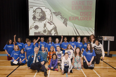Canadian students talk science with David Saint-Jacques (CNW Group/Canadian Space Agency)